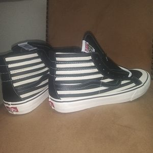 """VANS OFF THE WALL """"STRIPES"""""""